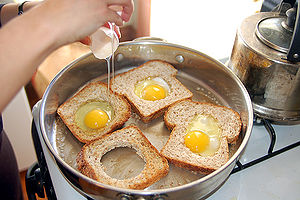 300px-Making_eggs_in_basket